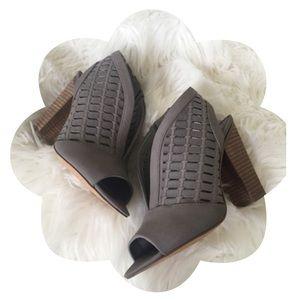 NEW Vince Camuto Korsta Peep Toe Ankle Sandals